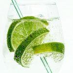 Jakie właściwości ma woda z limonką –  5 zalet jej picia